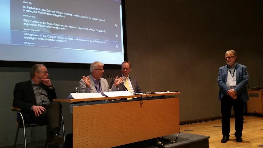 Vortragende Dirk Baecker, Ton Van Vlimmeren, Henning Lobin und Moderator Albert Bilo