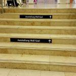 Leitsystem an der Treppe der Zentralbibliothek Bremen