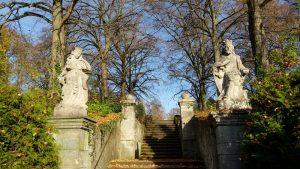 Aufgang zum Schloßpark auf dem Schwanberg (Ortsteil von Rödelsee)