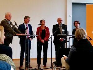 Podiumsdiskussion zum Bayerischen Bibliothekstag / Mitgliederforum 2017. v.l.: Josef Kraus, Bernd Sibler, Cornelia Wraba, Ralph Deifel, Doris Schneider