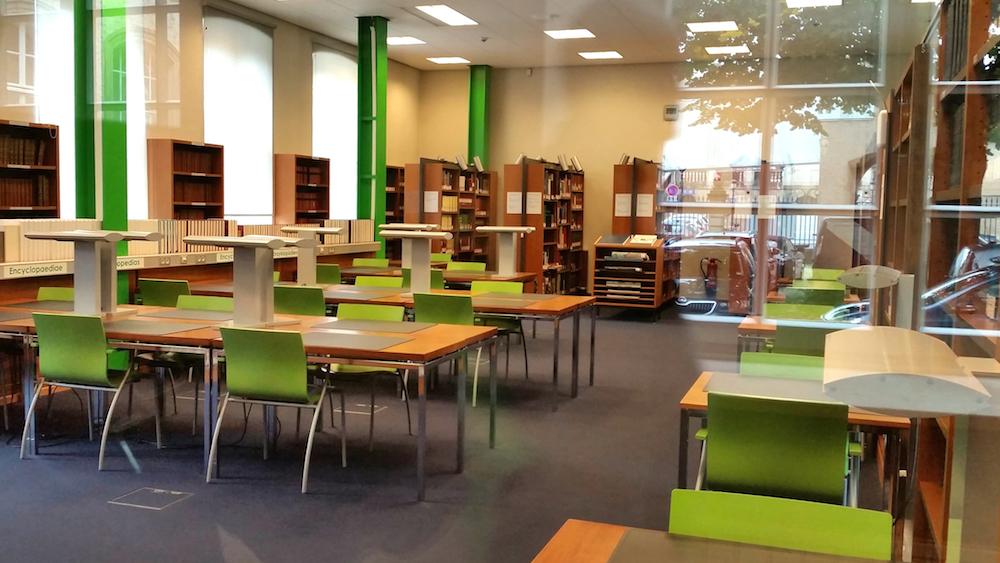 Einer von vielen kleinen Lesesälen der Bibliothèque nationale de Luxembourg / Nationalbibliothek