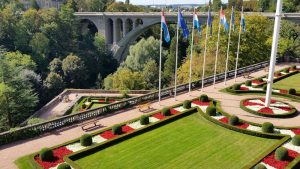 Adolphebrücke und Anlage unweit der Goldenen Frau (Gëlle Fra)