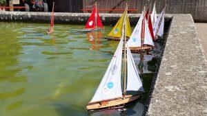 Kleine Boote im Wasserbecken im Merlepark (Merl-Belair)