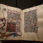 """Ausstellungsexponat """"Im strahlenden Glanz – Bamberger Psalter-Handschriften des Mittelalters"""" in der Staatsbibliothek Bamberg."""