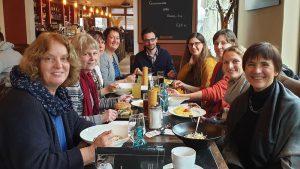 Stadtbücherei Hofheim, Team in der Mittagspause des Leitbildprozesses